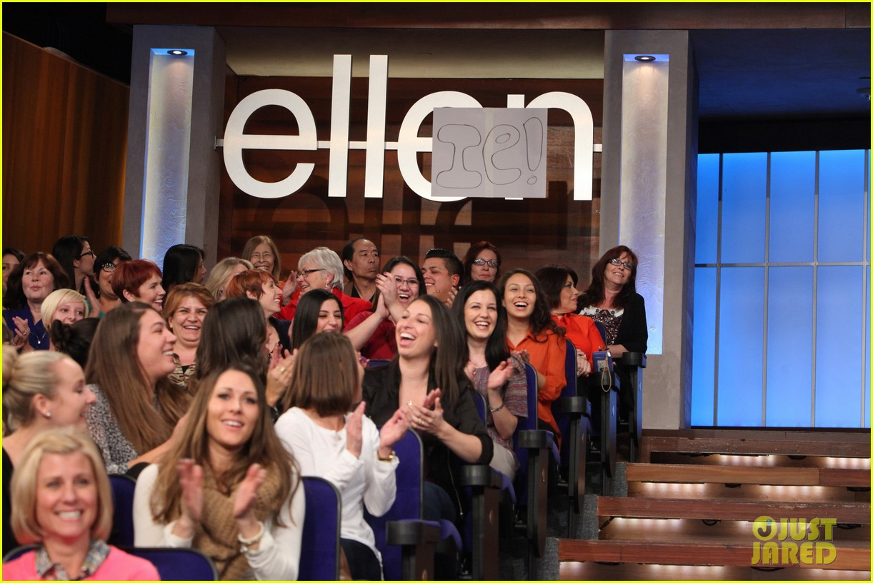ellie kemper fills in for ellen degeneres as talk show host 03