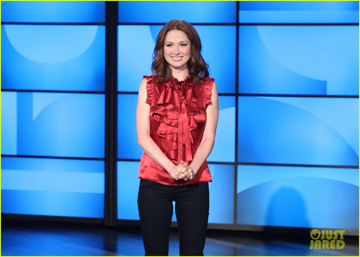 ellie kemper fills in for ellen degeneres as talk show host 043038825
