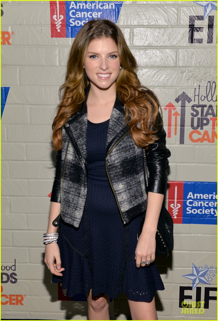 anna kendrick emma roberts all legs at stand up to cancer event 02