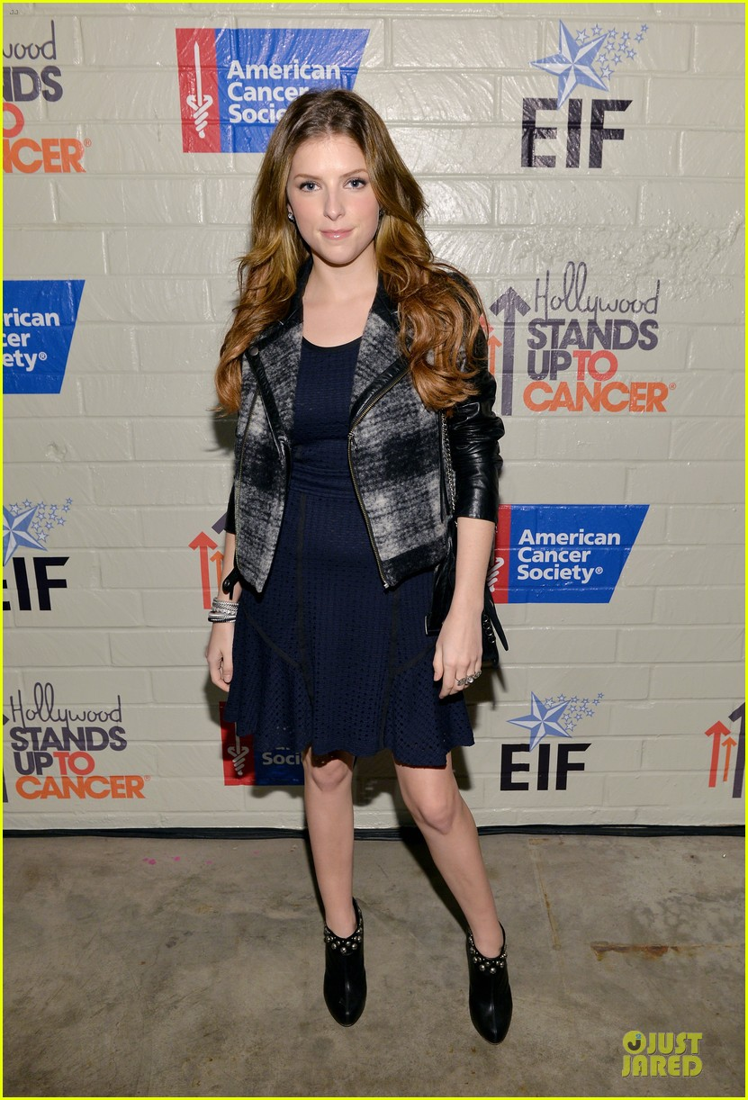 anna kendrick emma roberts all legs at stand up to cancer event 033043277