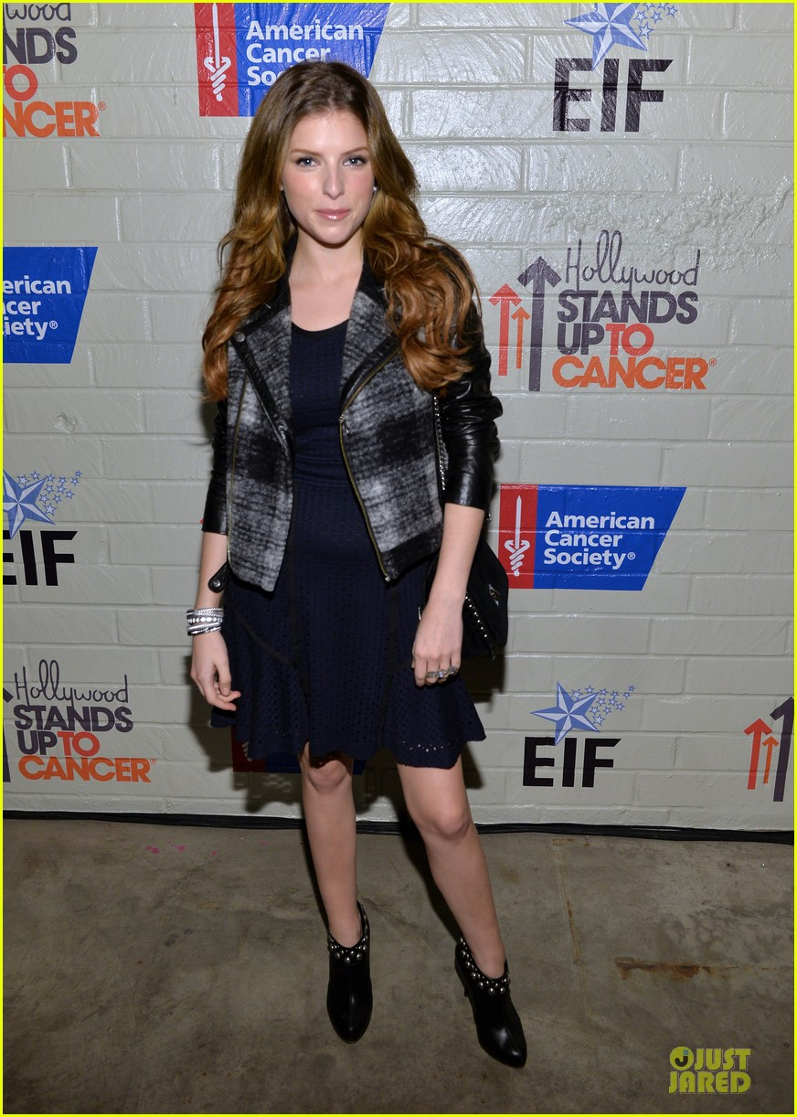 anna kendrick emma roberts all legs at stand up to cancer event 163043290