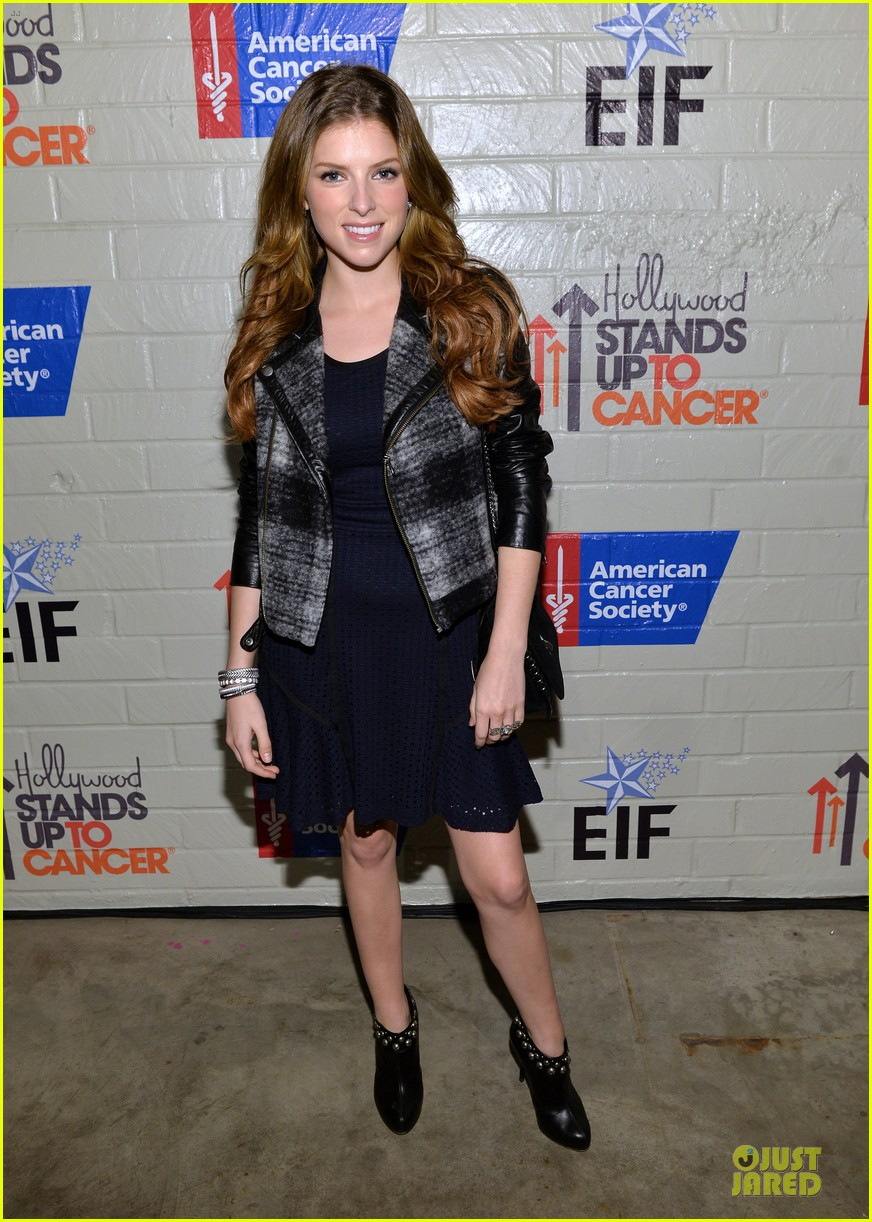 anna kendrick emma roberts all legs at stand up to cancer event 173043291