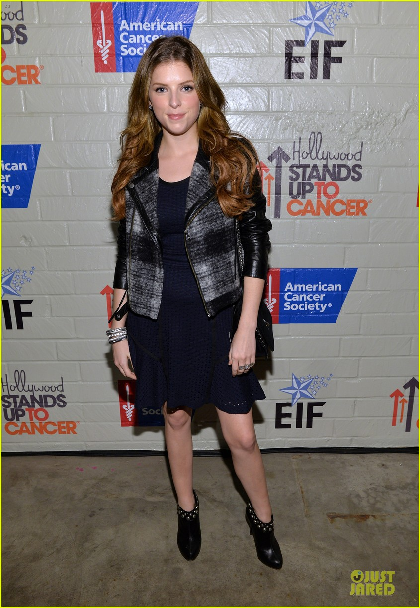 anna kendrick emma roberts all legs at stand up to cancer event 183043292