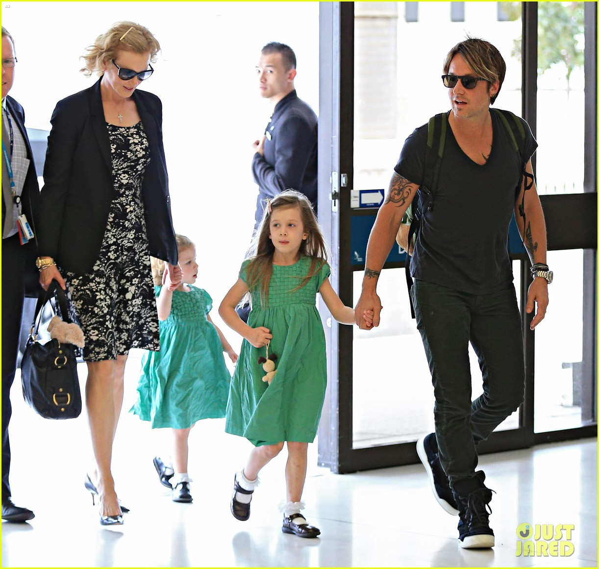 nicole kidman keith urban fly out of sydney with the girls 033021770