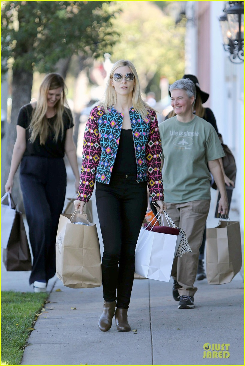 jaime king family lunch after friday gifting suite stop 053035830