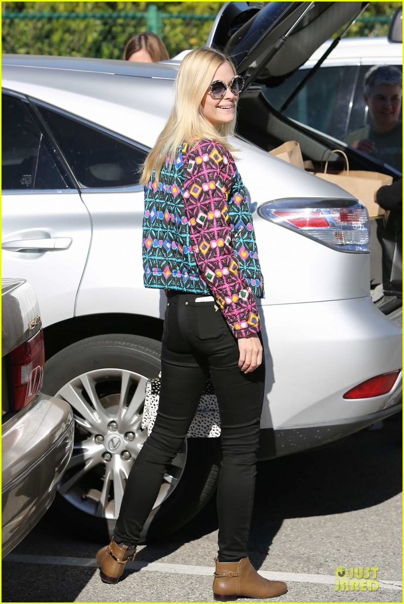 jaime king family lunch after friday gifting suite stop 103035835