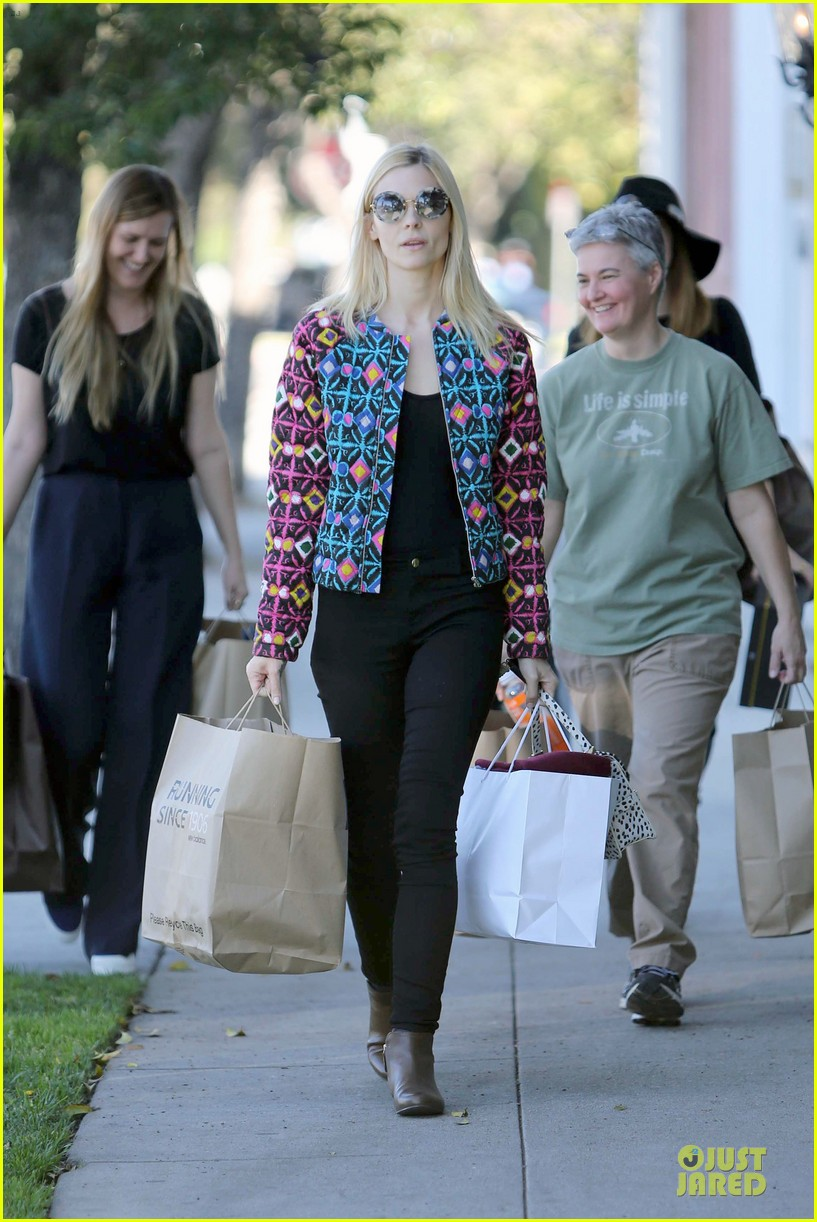 jaime king family lunch after friday gifting suite stop 113035836