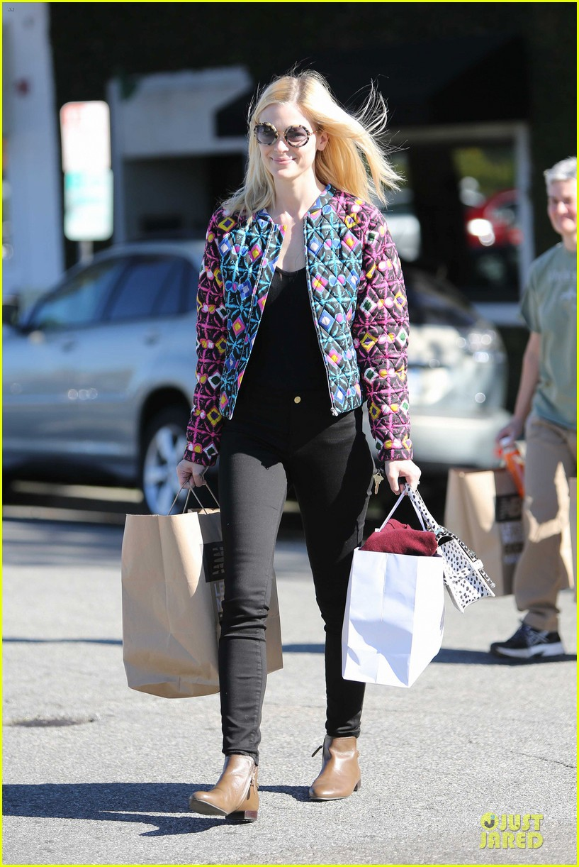 jaime king family lunch after friday gifting suite stop 123035837