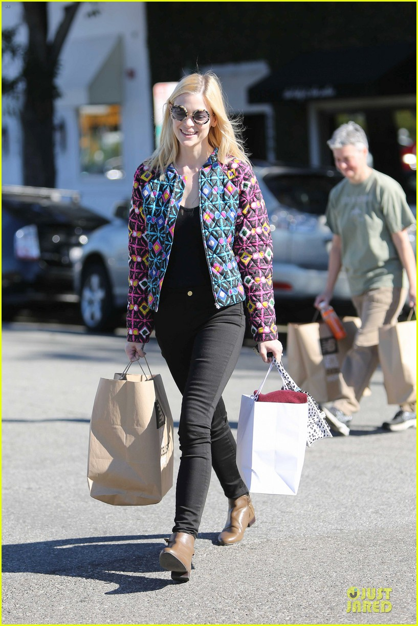 jaime king family lunch after friday gifting suite stop 163035841