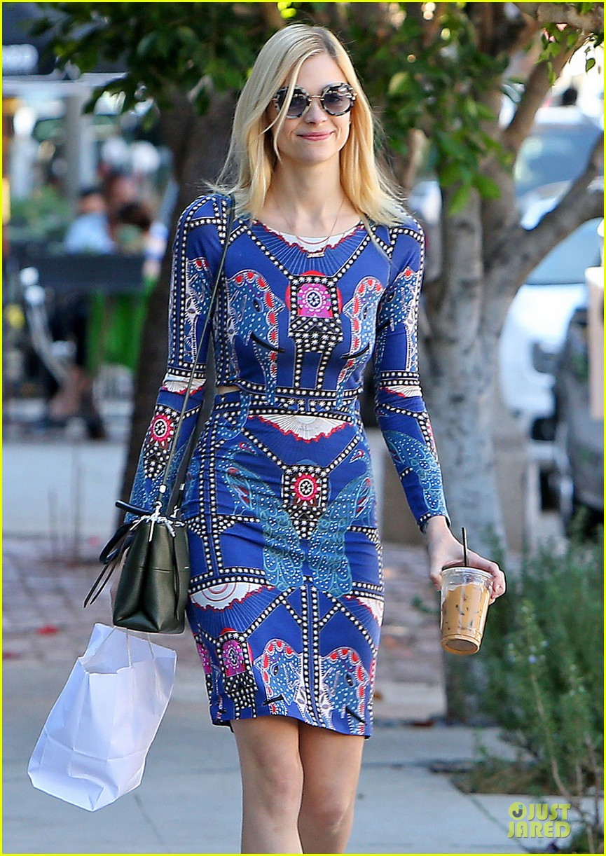 jaime king family lunch after friday gifting suite stop 173035842