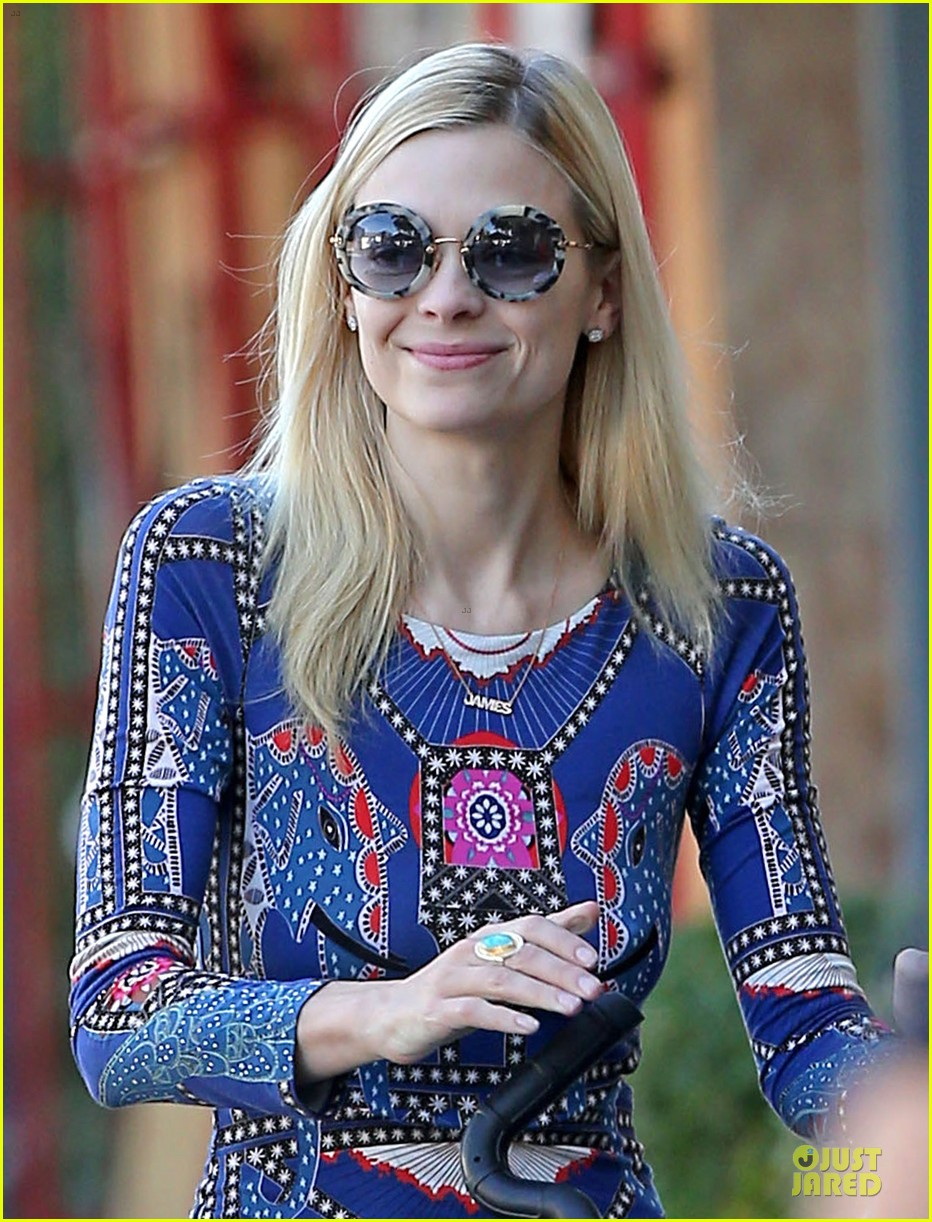 jaime king family lunch after friday gifting suite stop 18