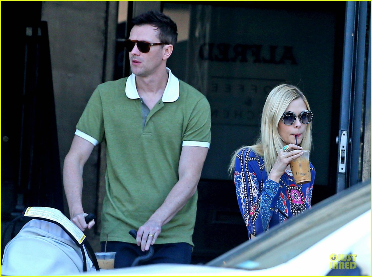 jaime king family lunch after friday gifting suite stop 203035845