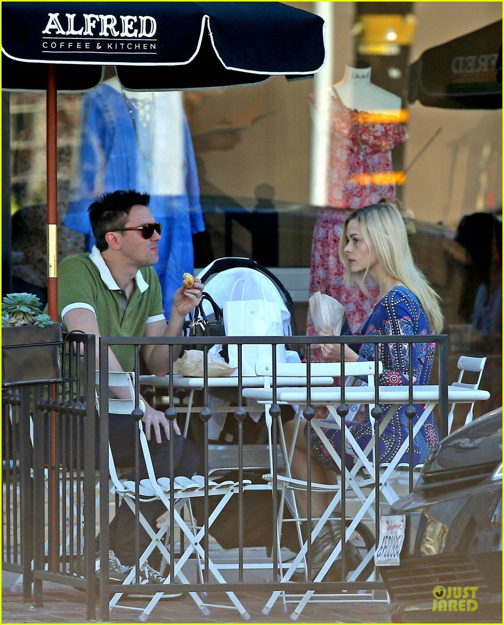 jaime king family lunch after friday gifting suite stop 213035846
