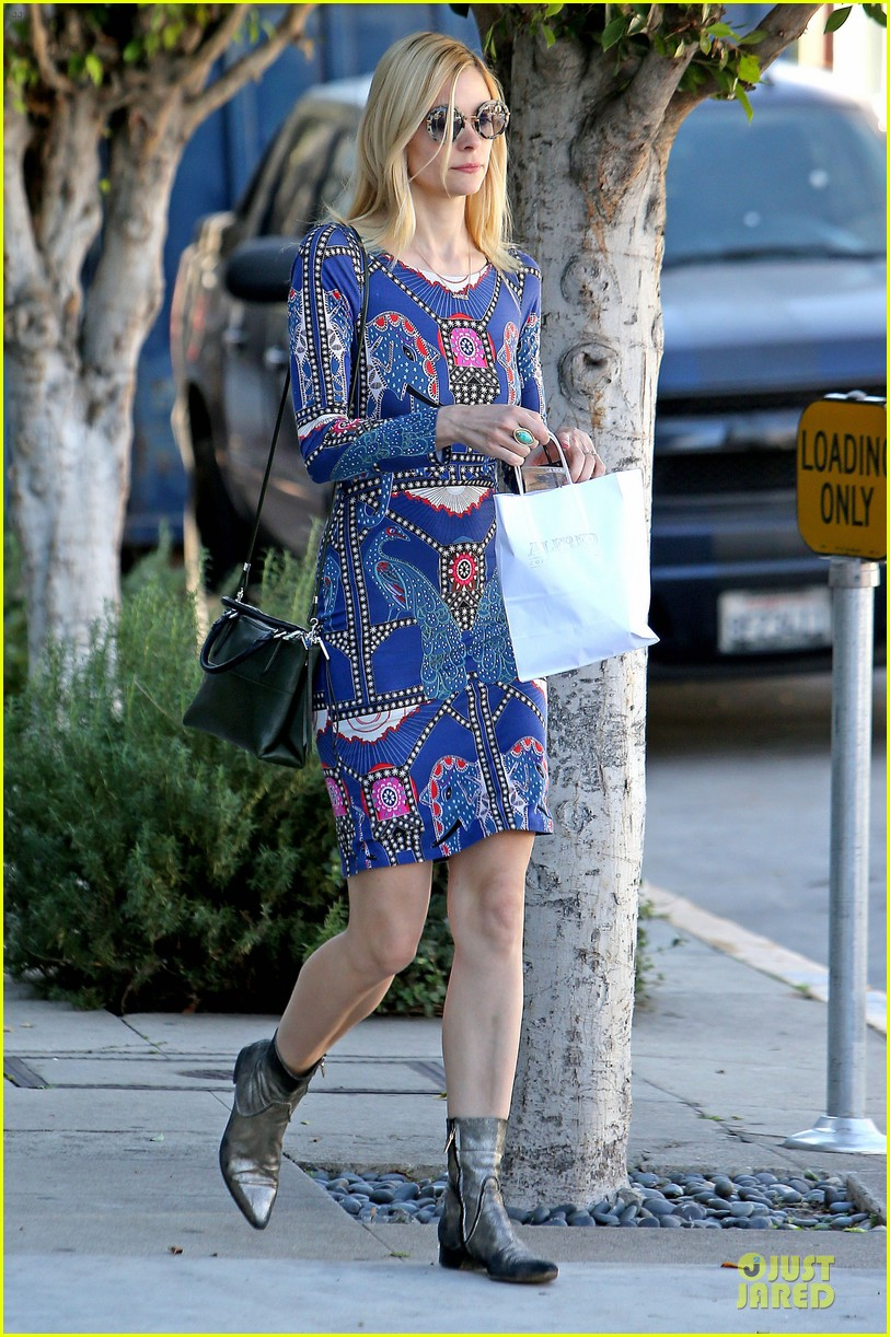 jaime king family lunch after friday gifting suite stop 233035848