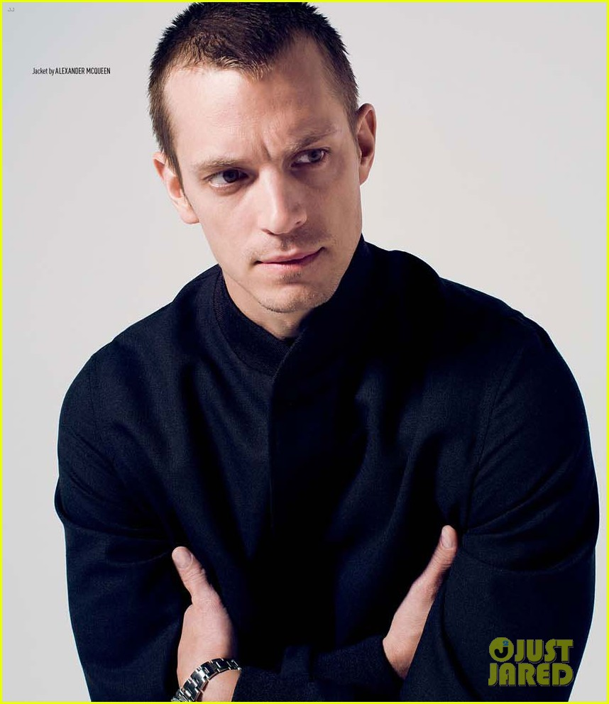 joel kinnaman covers august man malaysia february 2014 09