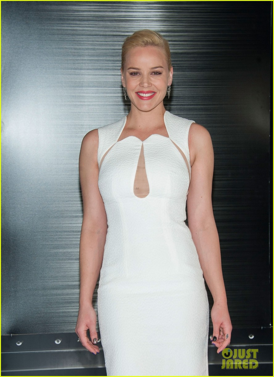 joel kinnaman abbie cornish robocop la photo call 113038760