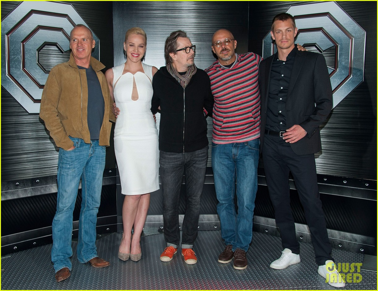 joel kinnaman abbie cornish robocop la photo call 19