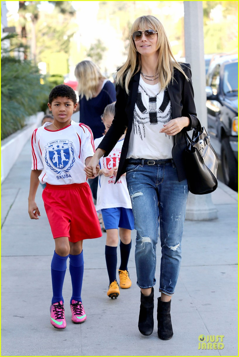 heidi klum grabs coffee before jag gym stop with the kids 043036041