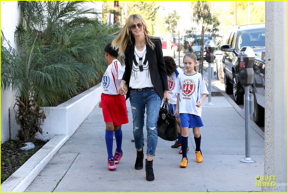 heidi klum grabs coffee before jag gym stop with the kids 083036045