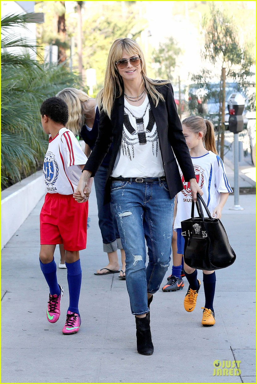 heidi klum grabs coffee before jag gym stop with the kids 093036046