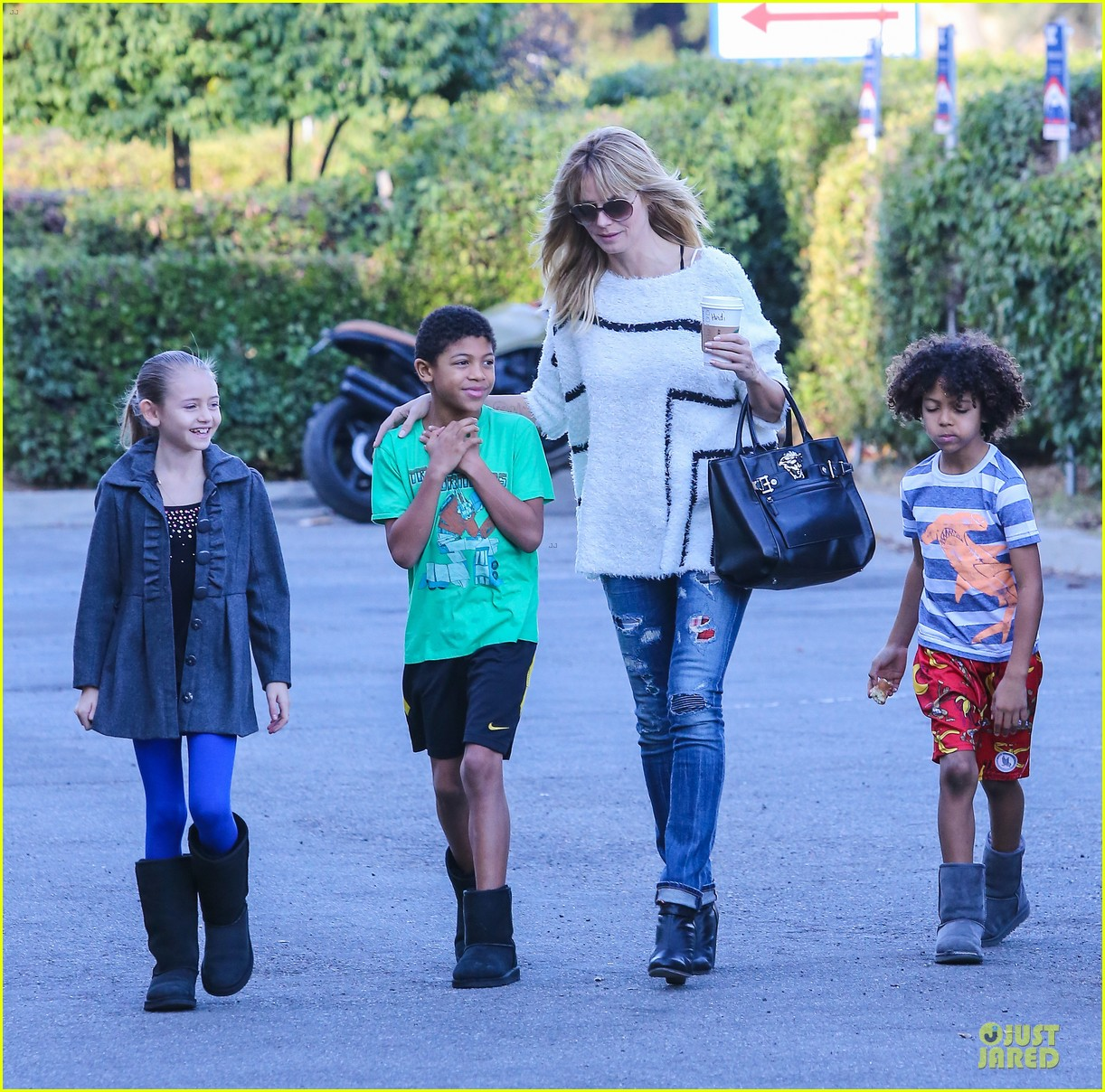 heidi klum grabs coffee before jag gym stop with the kids 213036058