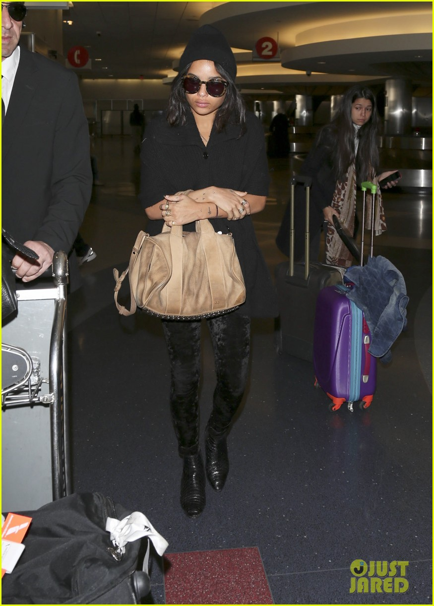 zoe kravitz heads to los angeles after supporting pals in nyc 083039031
