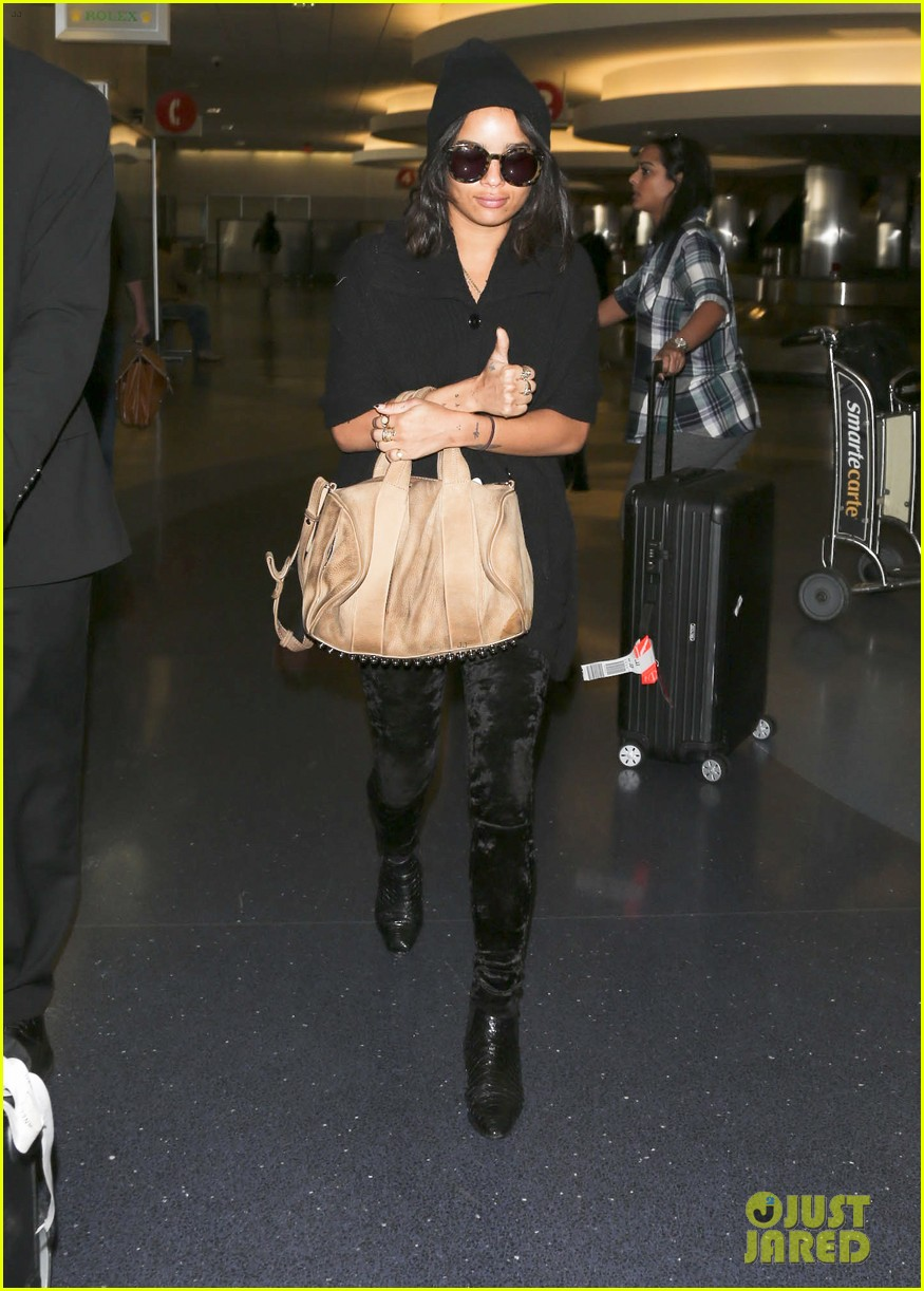 zoe kravitz heads to los angeles after supporting pals in nyc 093039032