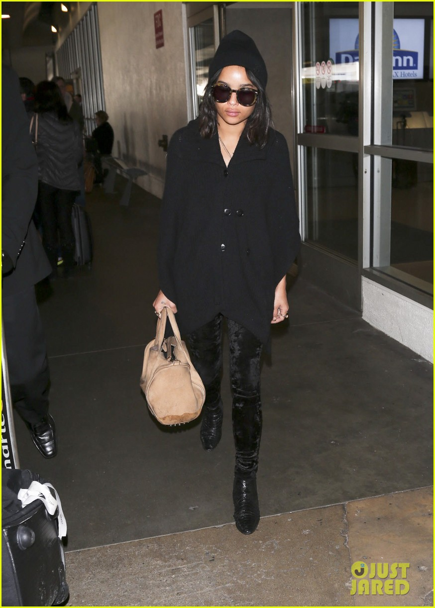 zoe kravitz heads to los angeles after supporting pals in nyc 12