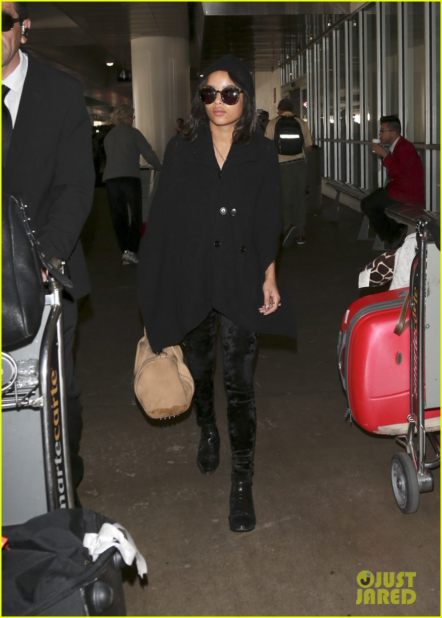 zoe kravitz heads to los angeles after supporting pals in nyc 153039038