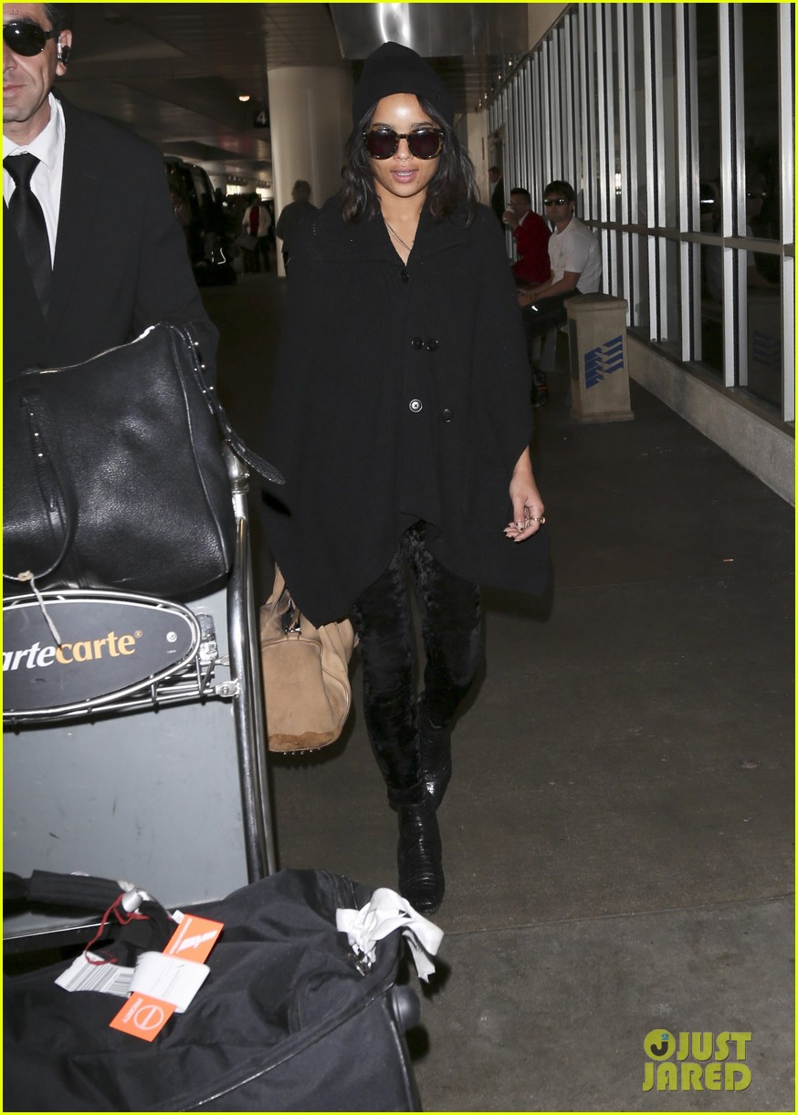 zoe kravitz heads to los angeles after supporting pals in nyc 173039040