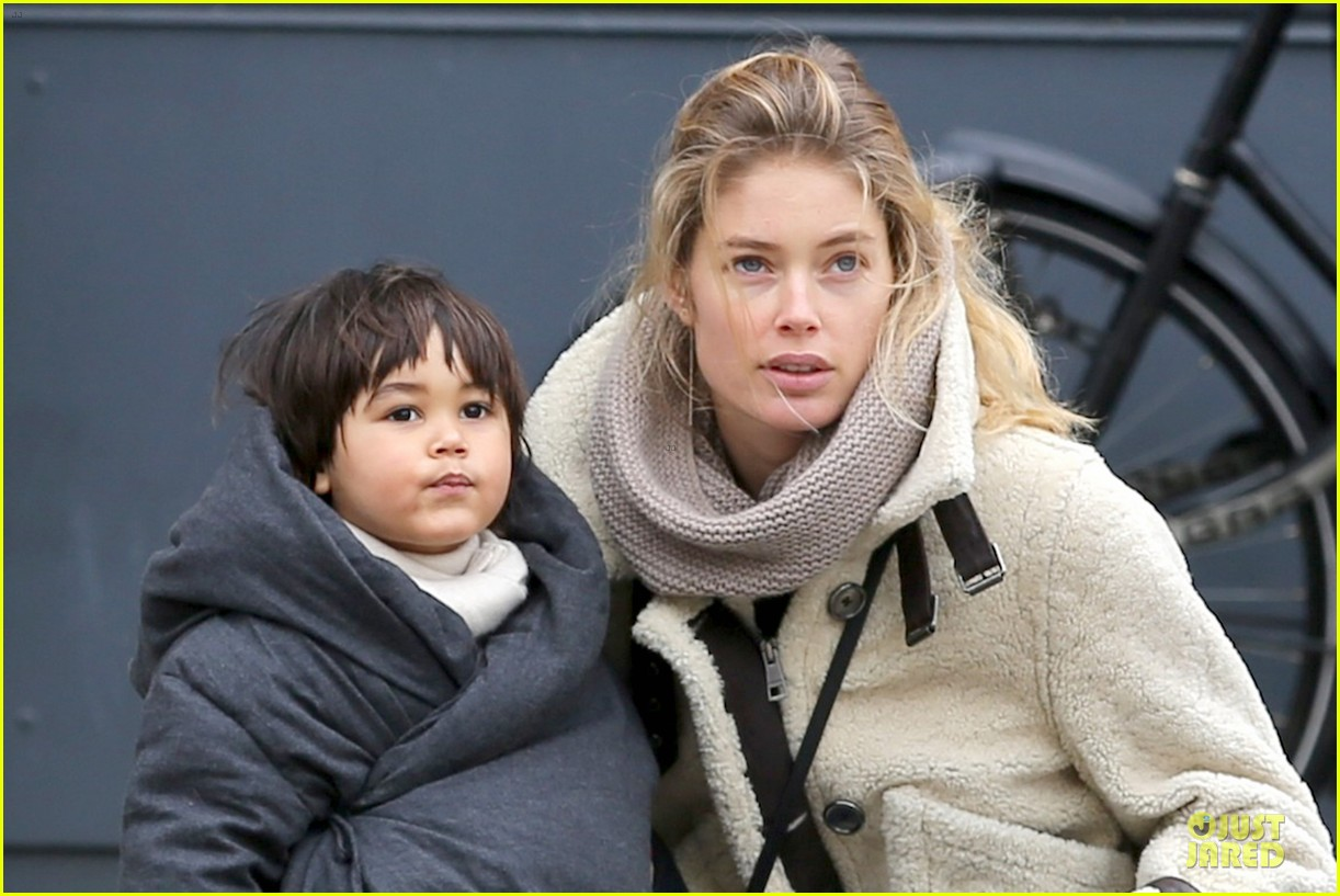 doutzen kroes netherlands shopping with phyllon 023042429