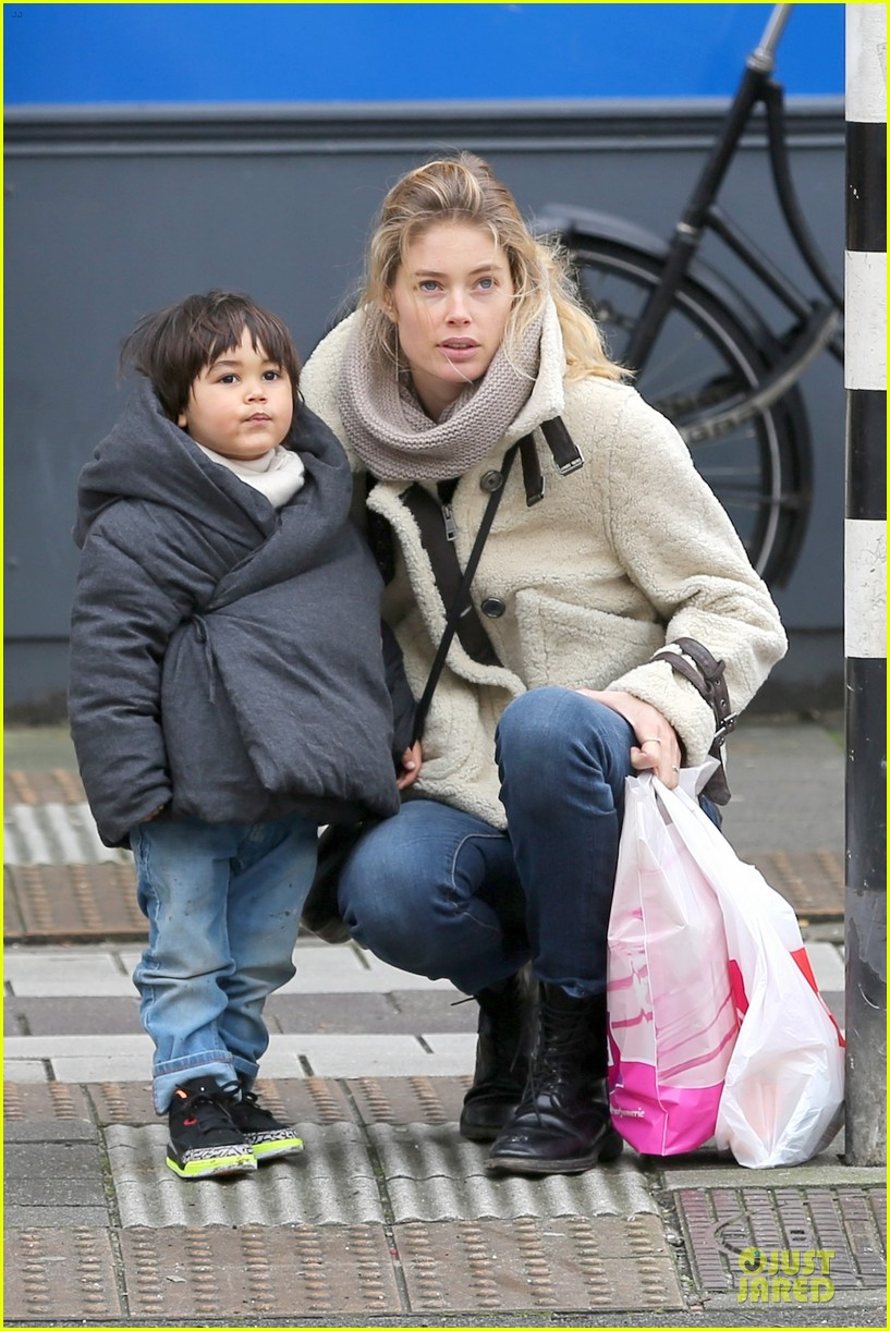 doutzen kroes netherlands shopping with phyllon 063042433