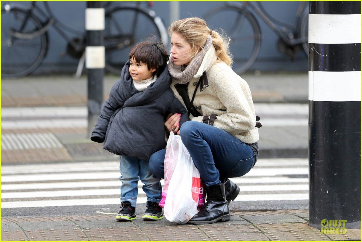 doutzen kroes netherlands shopping with phyllon 073042461