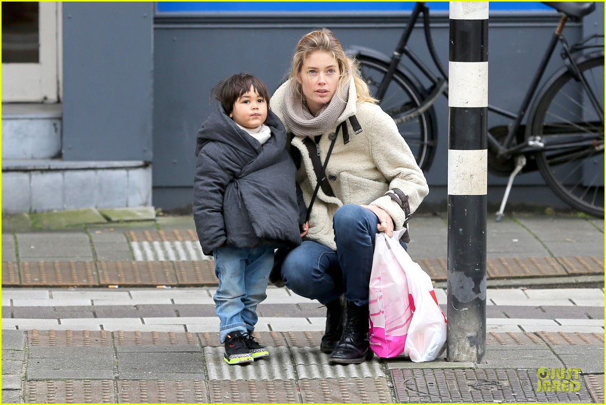 doutzen kroes netherlands shopping with phyllon 093042436