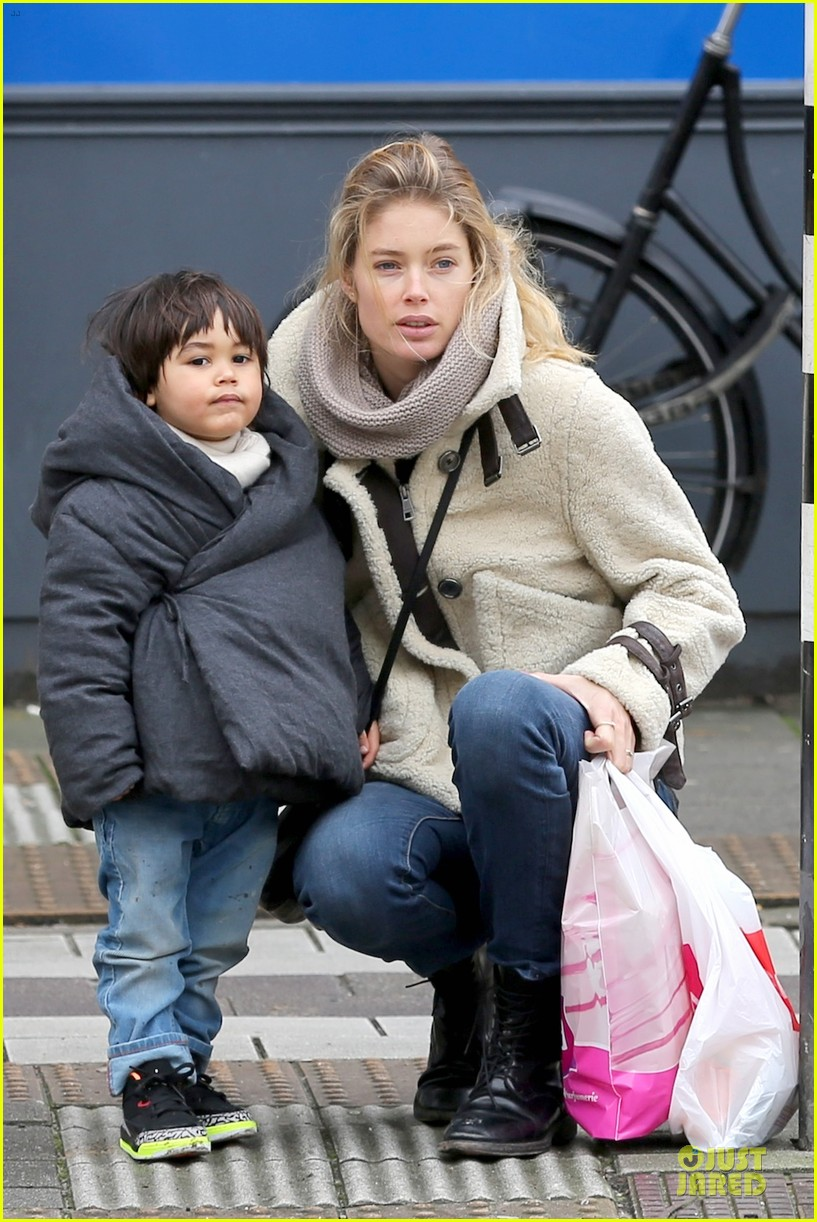 doutzen kroes netherlands shopping with phyllon 103042437