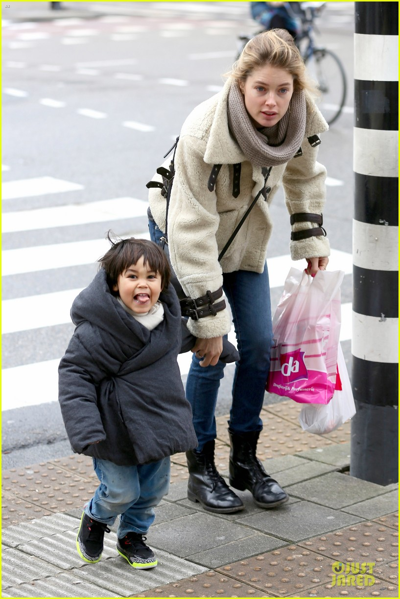 doutzen kroes netherlands shopping with phyllon 123042466