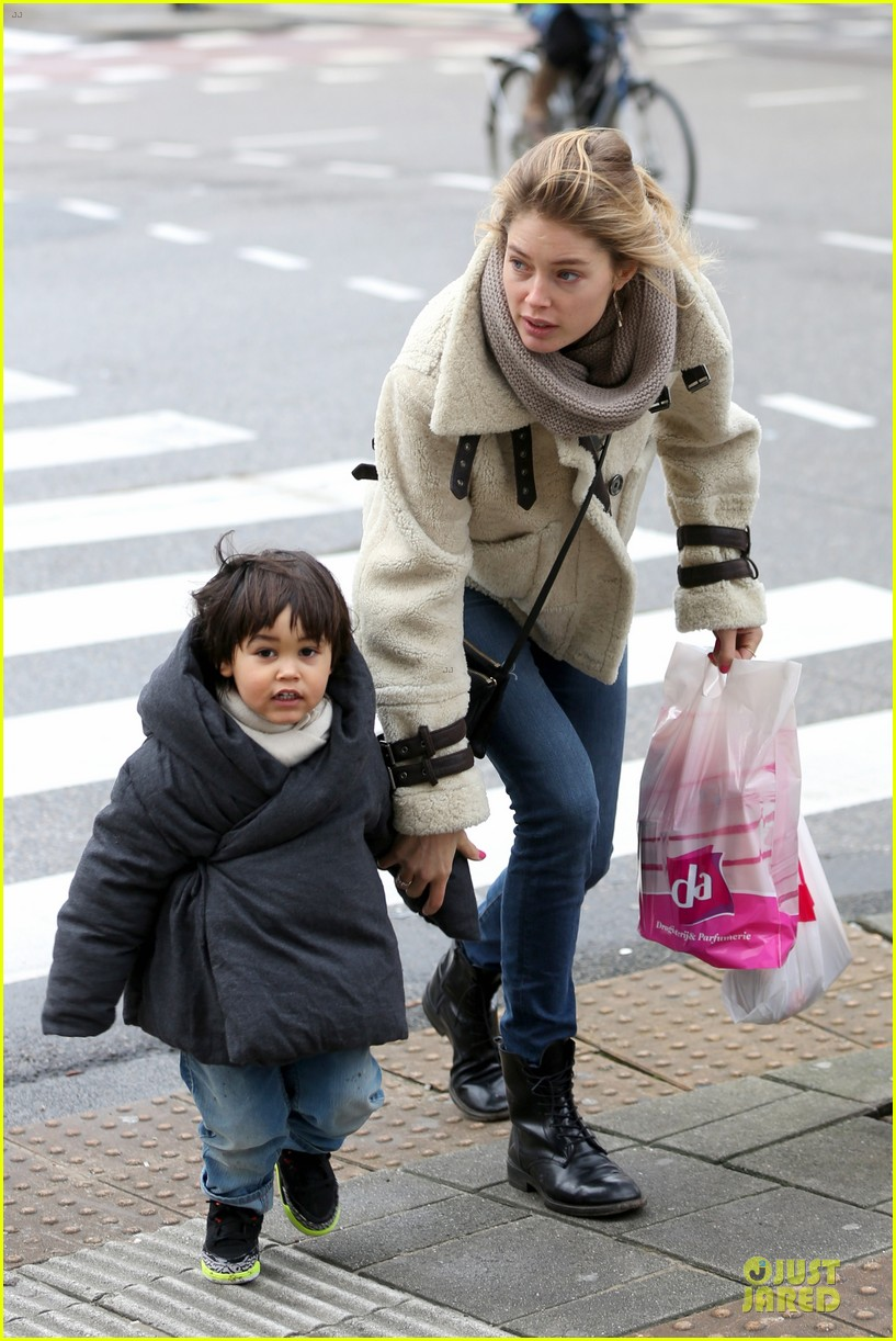 doutzen kroes netherlands shopping with phyllon 153042469