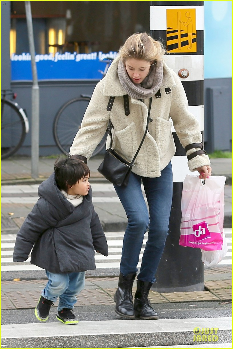 doutzen kroes netherlands shopping with phyllon 163042470