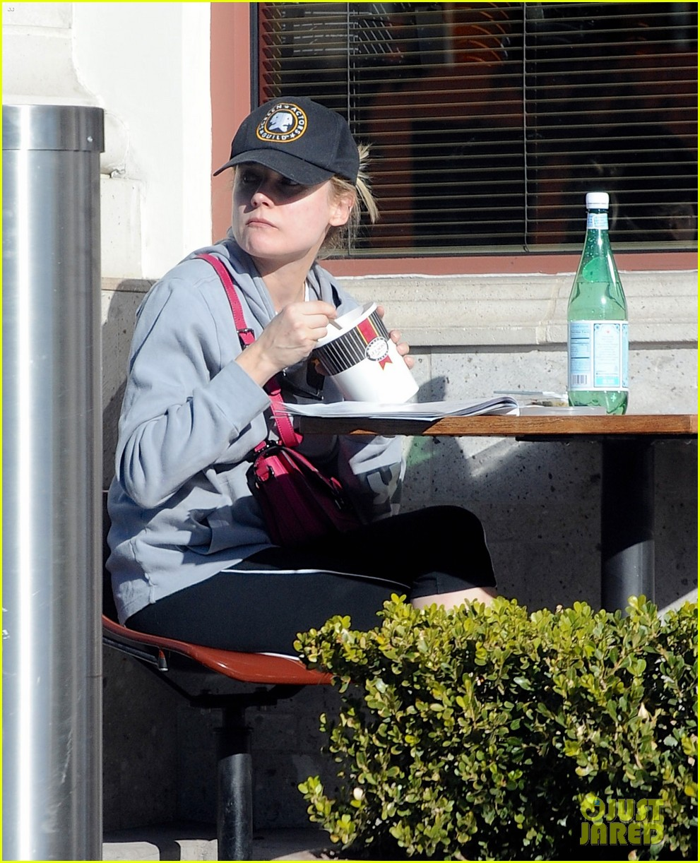 diane kruger grabs food at gelsons after weekend workout 043023779