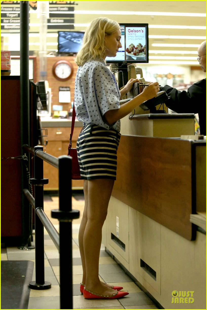 diane kruger mixes stripes polkadots for grocery run 013024178
