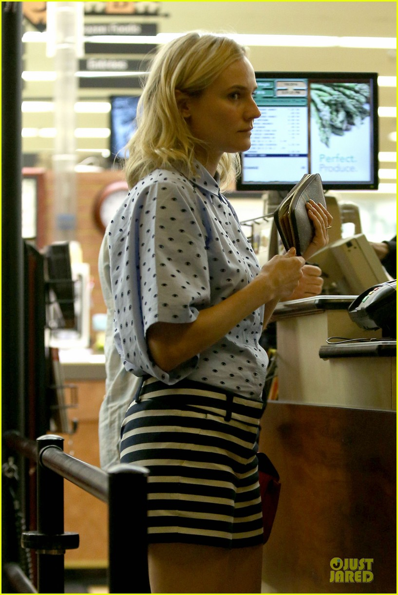 diane kruger mixes stripes polkadots for grocery run 043024181