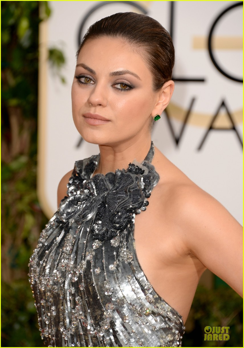 mila kunis golden globes 2014 red carpet 023029340