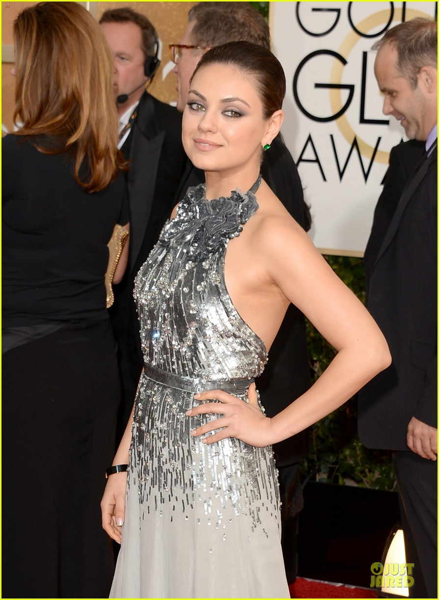 mila kunis golden globes 2014 red carpet 043029342