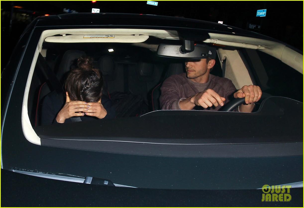 ashton kutcher tips valet after dinner with mila kunis 023037821