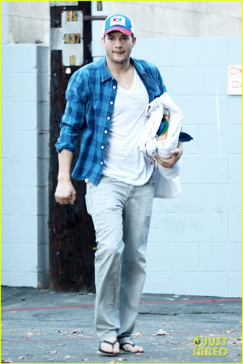 ashton kutcher invests in laundry app washio 113033453