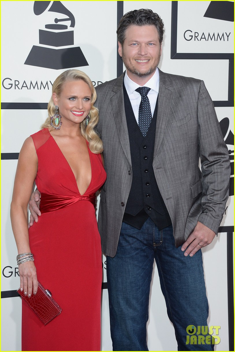 miranda lambert blake shelton grammys 2014 red carpet 02