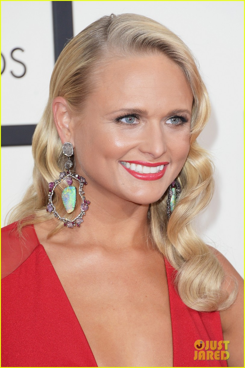 miranda lambert blake shelton grammys 2014 red carpet 053041008