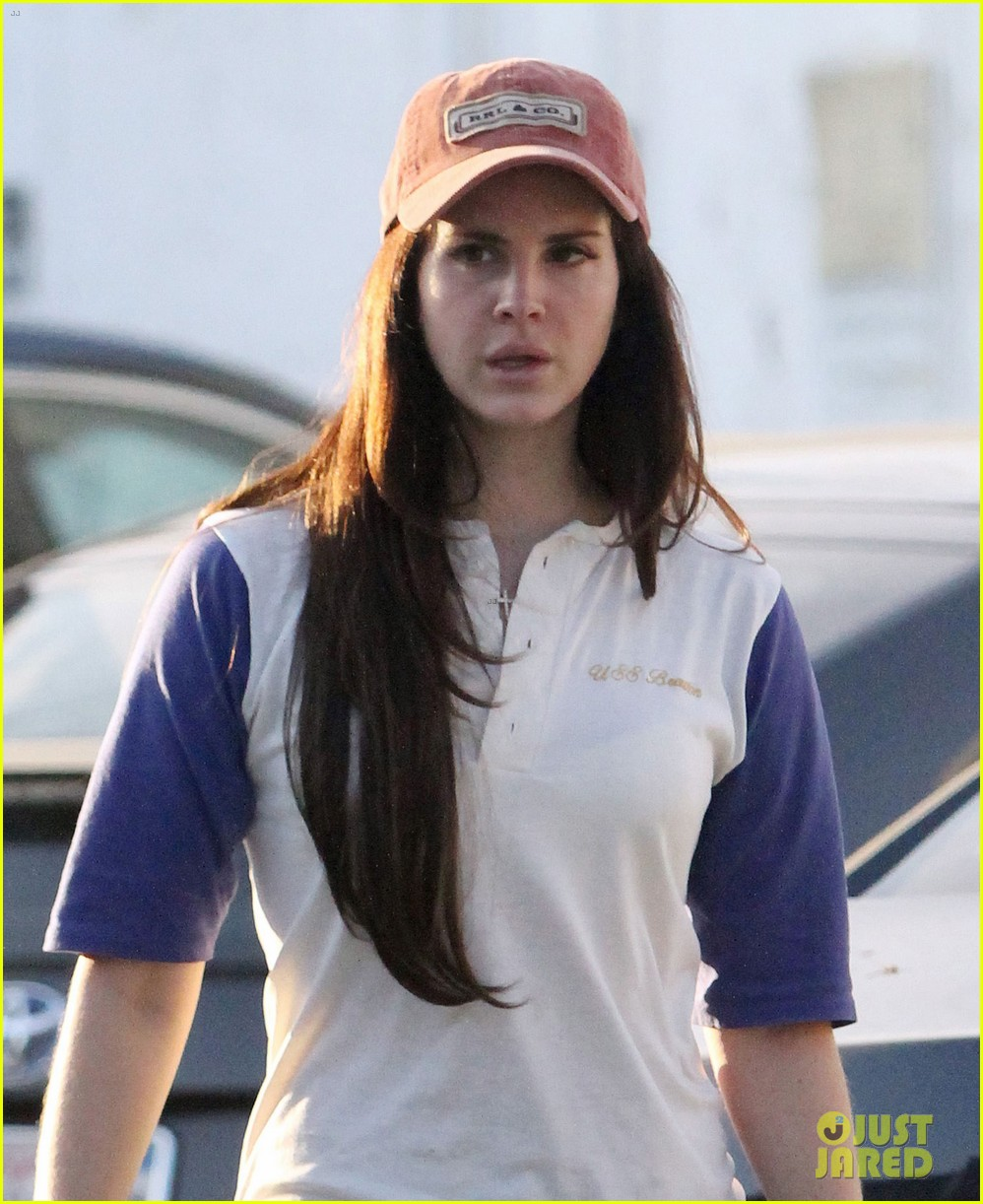 lana del rey steps out after summertime sadness wins grammy 023044722