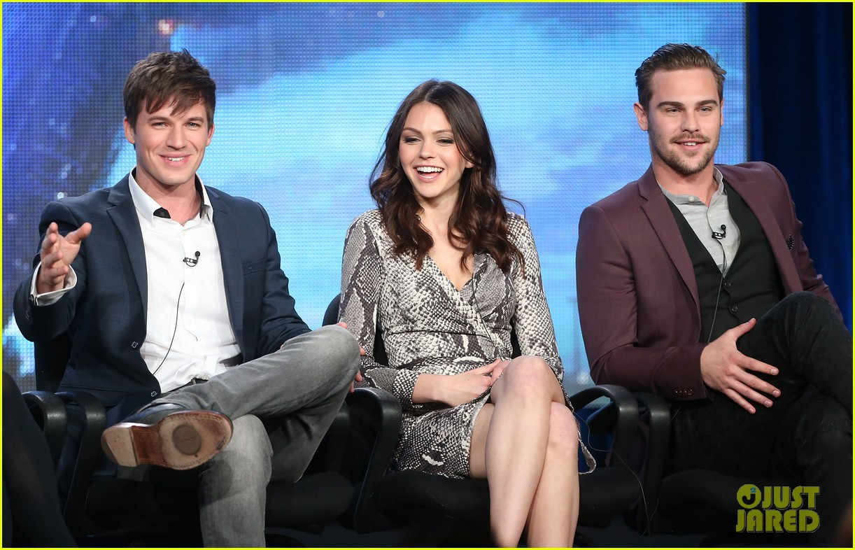 matt lanter aimee teegarden star crossed tca tour panel 043032300