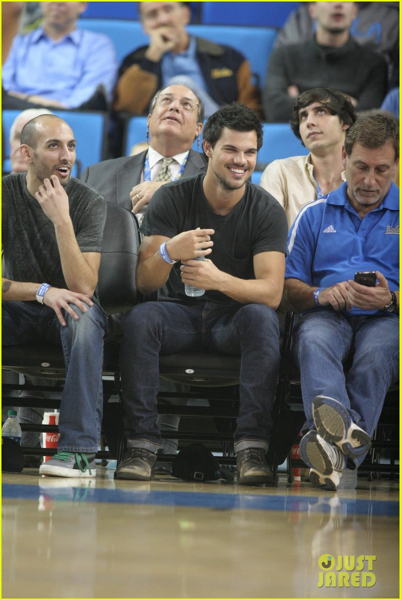 taylor lautner cheers on ucla at basketball game 053039199